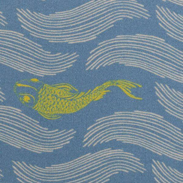 MANY FISH IN THE POND by Bienvenido Colorido Baumwollsatin rauchblau zoom