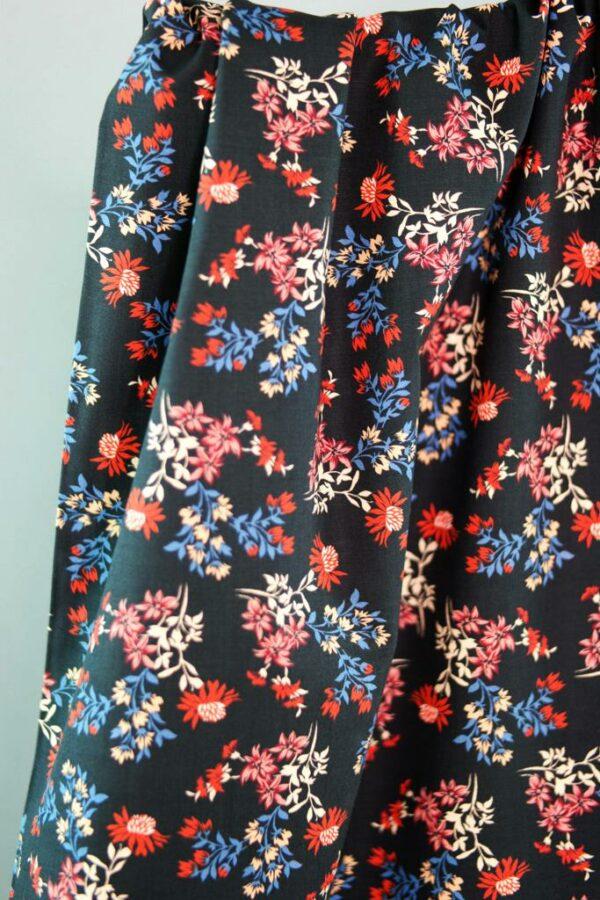 DRIED-FLOWER-PRINT-Baumwoll-Stretch-Blumen-schwarz-rot-blau-2