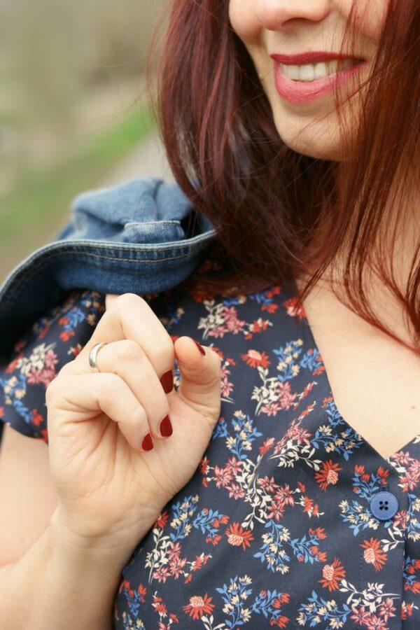 DRIED-FLOWER-PRINT-Baumwoll-Stretch-Blumen-schwarz-rot-blau-7